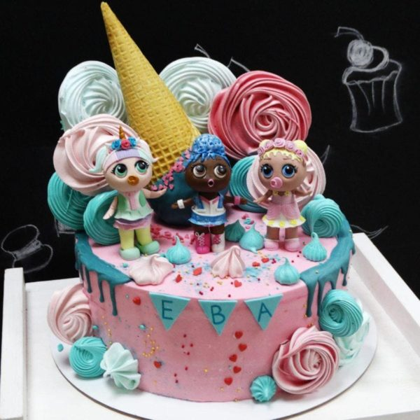 Торт с фигурками Лол