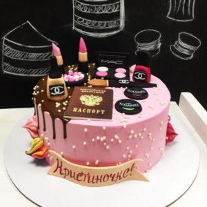Торт с косметикой без мастики